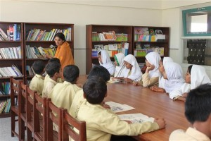 Students Gathered for English Language Practice in the Library