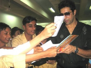 Famous Cricketer Wasim Akram Giving his Autograph to Excited Students