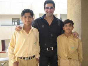 Famous Cricketer Wasim Akram with 2 Young Fans