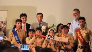 Younis Khan Presents his Cherished '10,000 Run' Bat to TCF!